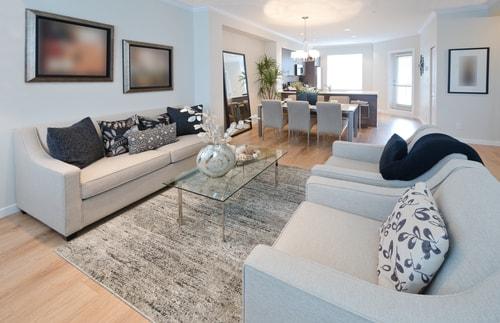 Grote woonkamer inrichten: zo maak je het gezellig – Vrijetijdshuis