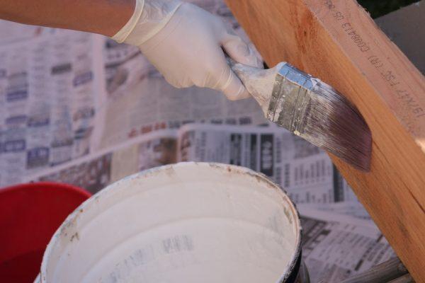 Schilderen van hout binnenshuis? Hier moet je aan denken